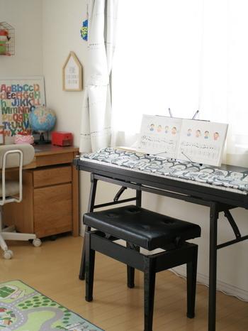 お家の方がピアノを弾ける場合は、簡単な曲でも良いので連弾してみるのもひとつのアイデア。  ふたりで1つの曲を作り上げる工程は、ひとりの時よりもやりがいを感じられるもの。音楽の楽しさもより実感できるはずです。親子の素敵なコミュニケーションにもなるのではないでしょうか。