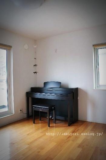 ピアノから広がる豊かな暮らし。音楽が身近にあれば、心潤うような時間が過ごせます。  ピアノの練習はきつい、楽しくない、と思いがち。実際に大変なものですが、インテリアや見える化で気分を盛り上げてあげれば、自然にピアノに向かうようになるかもしれません。ぜひ、参考にしてみてくださいね。