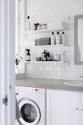 小さなお子さんのいるご家庭は特に、花粉や大気汚染物質などが気になり、外干しを控えているというケースも多いのでは。そこで役立つのが、「ランドリールーム」。  洗濯機と室内物干しを備えた、天候に左右されずに洗濯物が干せるスペースは、共働きで忙しいご夫婦にも人気です。