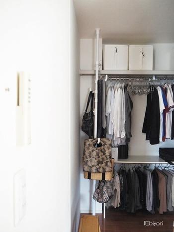 家族の衣類を一箇所に集めておけば、洗濯から収納までがラクに。衣替えも一度に済ませられるため、効率がアップします。
