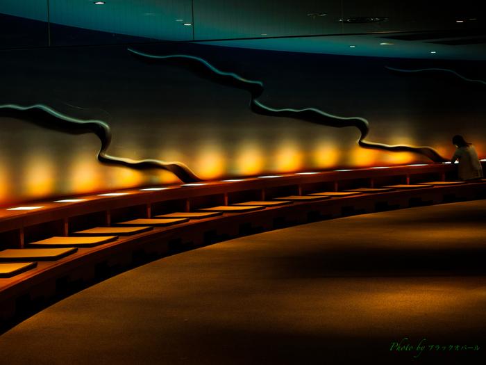 大仏の胎内に入ることもでき、こちらの「知恩報徳の世界」は、約77席の写経席が用意された心落ちつく空間。エレベーターもあり、地上85mにある展望台からは牛久の町並みを眺めることもできますよ。