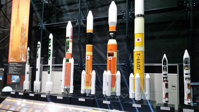 こちらもスペースドームの一部。実物大の人工衛星や、本物のロケットエンジン、日本実験棟「きぼう」の実物大モデルなどもあり、大人もワクワクするような展示ばかり。なお、事前予約制のガイド付き施設見学ツアーは、公式HPから申し込みができますので、ぜひチェックしてみてください。