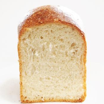 食パンは素朴でやさしい味。 いろんな食べ方で楽しみたいですね。