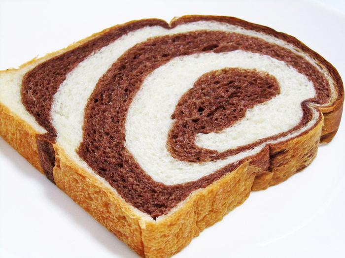 こだわりぬいた食パンは、スライスでも販売されているのがうれしい。 これはココア・マーブル食パン。 食パン各種は、通販でも大人気。店売りでも売り切れ続出です。