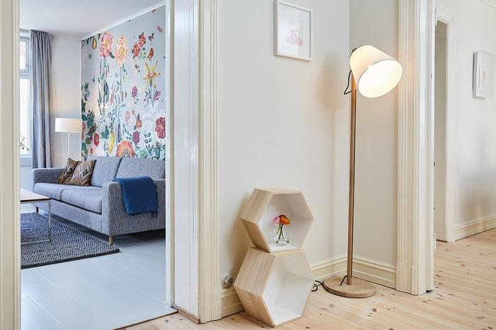 引っ越しをしたり、家具を変えたりしなくても、一瞬でお部屋の雰囲気を変えてしまうことができる照明。照明を少し見直してみると、以前より心地よく、快適に過ごせることに驚くかもしれません。ちょうどいい明るさとお気に入りのデザインを兼ね備えた照明を選んで、素敵なお部屋を演出してくださいね。