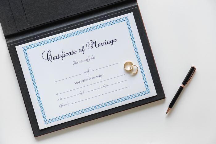 結婚記念日をいつにするのか、明確なルールなどはありません。入籍した日、結婚式を挙げた日、または一緒に住み始めた日やプロポーズした日など、夫婦によって結婚記念日はそれぞれ違うのです。