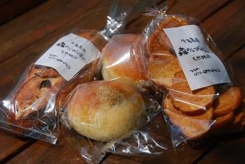 クリームパンやあんぱんなど、パン屋さんらしいメニューが並びます。小麦の香りがあふれる食べ応えあるパン。 ドライブがてら訪ねてみるのがいいかもしれませんね。