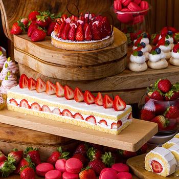 ストロベリータルト、ストロベリーショートケーキ、ストロベリーロールケーキ、ストロベリーチョコレートファウンテンなど、約20種類のいちごスイーツを楽しめますよ♪