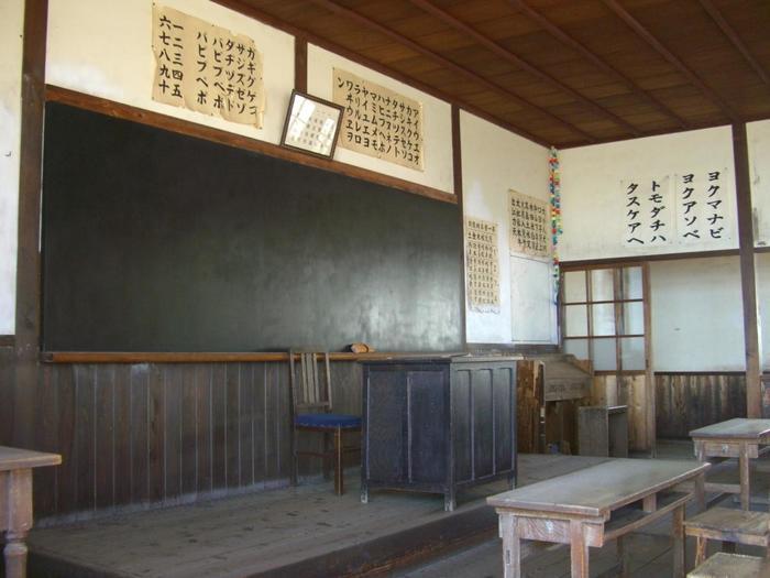 映画村と合わせて行きたいのが「岬の分教場」。『二十四の瞳』の舞台となった小学校で、映画のロケにも使われています。