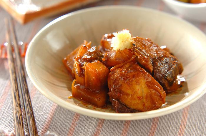 こちらは、ブリと大根のコンビを味噌煮にしたおかず。こっくりした味わいに、ショウガがさっぱりとしたアクセントを加えてくれますよ。フライパンで作れるのでお鍋がなくても大丈夫♪
