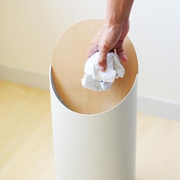 ゴミ箱は実用性重視で選ぶ人も多いですが、実はデザイン性にこだわったアイテムも意外と多いんです。ぜひ使う場所に合わせたおしゃれなゴミ箱を、インテリア感覚で楽しんでみてくださいね♪