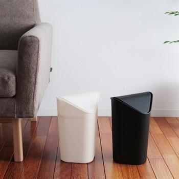 洋室や和室、客間などのちょっとしたお部屋には、ミニサイズのゴミ箱を設置するのがおすすめ。白黒のシンプルな蓋つきゴミ箱は、大きなゴミ箱だとついついゴミを溜めてしまいがちなお部屋にもぴったりです。