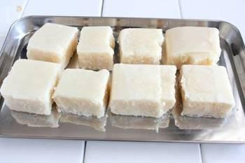 「トーフミート」は、豆腐を冷凍することでお肉の食感に近付けた、ヘルシーな代用食品です。お肉と同様にタンパク質豊富な上、低カロリーで手頃!簡単でストックしやすいので、賢く使っていきたいですね。