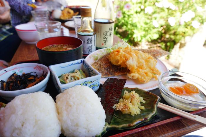 棚田の新米をはじめ、小豆島でとれる食材を使った料理はほっとするお味。天ぷらは高温で揚げているため、カラっとした食感です。
