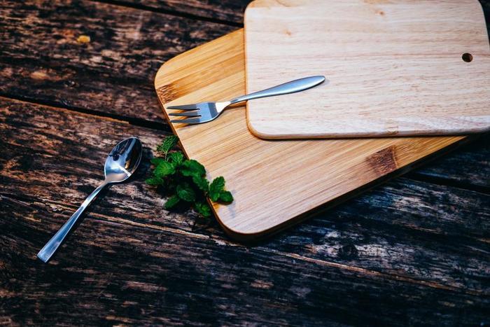 ホットヨガをしてたくさんの汗をかいた身体は、食事を吸収しやすい状態に。運動後にお腹が空いたからといってすぐに食事をしてしまうと、いつも以上に栄養を吸収してしまいます。1~2時間ほど時間を置いてから食事を取ることをおすすめします。