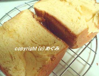 こちらは、ホームベーカリーを使って作るブリオッシュ食パンのレシピです。食パンミックスを使ったレシピなので、材料の準備もとても簡単。初めての方におすすめですよ♪