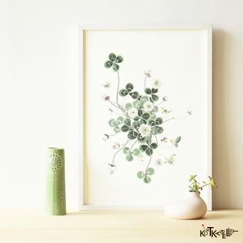 クローバーのイラストがやさしげなアートポスター。春の公園で四つ葉のクローバー探しをしている気分になれそうです。観葉植物は枯らしてしまいそう…と不安な方は、ポスターでグリーンを取り入れるのもおすすめです。