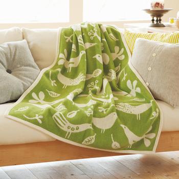 お昼寝に使いたいブランケットも、春らしいカラーに替えてみませんか?ライトグリーンに小鳥のデザインがかわいいクリッパンのブランケットなら、春の陽気の中で心地よく眠れそう。