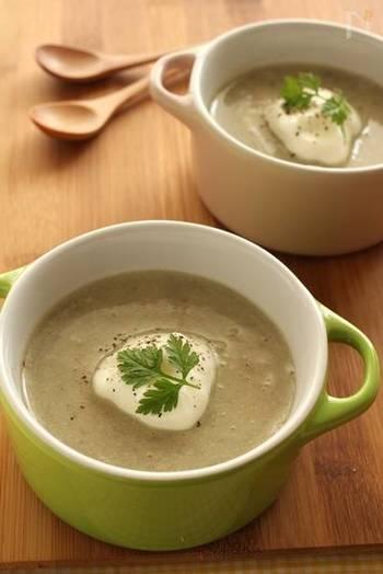 旬のごぼうをまるまる1本使った和風ポタージュのレシピです。圧力鍋を使えば時短で作れちゃいます!  コンソメの代わりに味噌を使った和風のポタージュで、身体の中から温まりましょう。