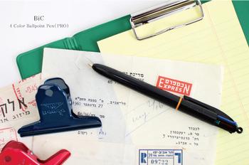 メモ帳と一緒に持ち歩きたいのが、お気に入りのボールペン。書き味にこだわった一本を持っていると、仕事や勉強の捗り方が違います。