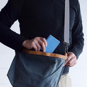 バスや電車などを使って通勤・通学する場合は、パスケースもお気に入りのものを揃えておきましょう。