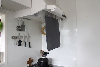 もちろん、ラックを取り外してマット単体で使うこともできますよ。裏面は通気性が良く乾きやすいスポンジ状になっているので、短い時間でしっかり乾かせます。