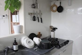 「マットタイプ」は、とにかくスペースを取らないところが特徴です。使わない時はしまっておけるので、常に作業スペースを確保でき、マット本体は手軽に洗えるものが多いので衛生的なところも魅力です。