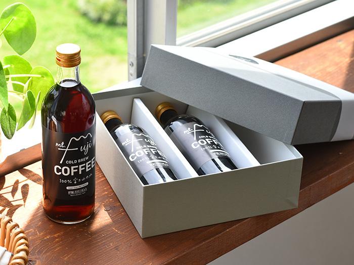 静岡で人気の高いコーヒーショップ「IFNi ROASTING & CO.(イフニ ロースティングアンドコー)」が作っている、アイスコーヒー3本入りのギフトセットです。富士山の天然水を使用してじっくりと抽出されたアイスコーヒーは、ブラックでもミルクでも違った味わいが楽しめます。コーヒー好きな方へのプレゼントに、ぴったりなセットですね。