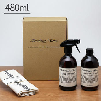 オーストラリアで生まれた「Murchison-Hume(マーチソン・ヒューム)」は、オーガニックなハウスクリーニング用品を展開しているブランドです。こちらはキッチン・ダイニング用の洗剤と、フローリング用の洗剤にコットンクロスが付属したギフトセット。柑橘系の爽やかな香りで、日本でもどんどん人気が高まっています。