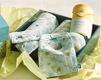 国産のガーゼで作られた、赤ちゃんの肌にも優しいおくるみやベルトカバーなどのギフトセットです。何枚あっても困らないガーゼ素材のアイテムなら、出産祝いに迷った時にも選びやすいですね。