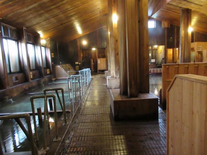 玉川温泉の姉妹館ですぐそばにある「新玉川温泉」では、日帰り入浴ができます。源泉50%、源泉100%など種類の異なる浴槽がたくさんあるので、自分に合った温泉を見つけて楽しんでみてくださいね。