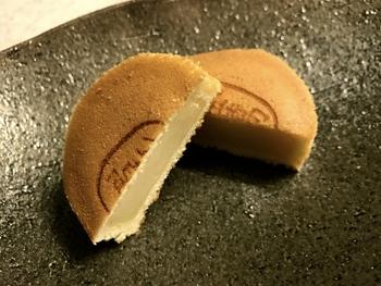 生タイプと真空パック入りの2種類がありますが、すぐに食べるなら断然生タイプがおすすめ。ふっくらやさしい甘さは、いくつでも食べたくなる秋田定番の味です。