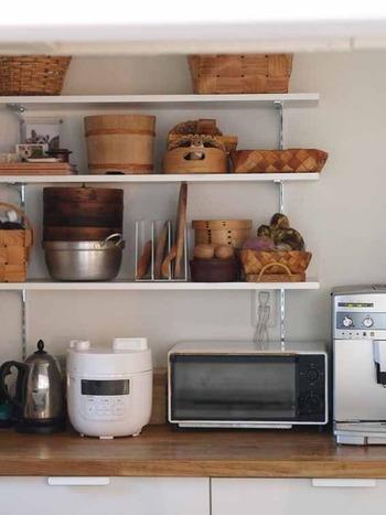 よく使う家電製品やキッチンツールは、あちらこちらとバラバラに収納すると、作業効率が悪くなってしまいます。  できるだけ1箇所に集結させて収納するようにしましょう。