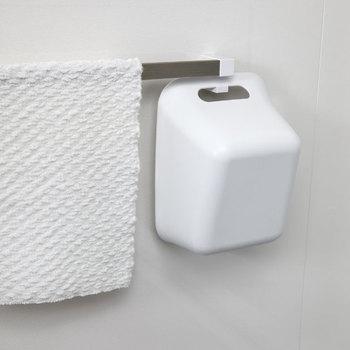 風呂桶も持ち手をフックにかければご覧の通り。コンパクトに収納しながら湿気対策もバッチリです。