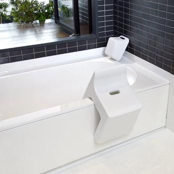 浴槽に立てかけられるデザインなのも嬉しいポイント。お風呂上りはすっきり清潔に片付けられますよ。