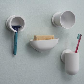シンプルかつ、ちょっとユニークなデザインが魅力の【mog】。浴室の壁に吸盤で取り付けるアイテムがたくさん揃っています。柔らかい素材なので、体が当たったり、万が一落下しても大丈夫。並べて使うとさらに楽しいですよ。
