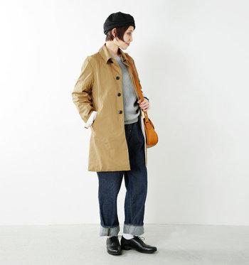 長すぎず短すぎない丈だから、パンツにもスカートにも合わせやすい。シンプルでベーシックなデザインで、年齢や性別を超えて着用できます。