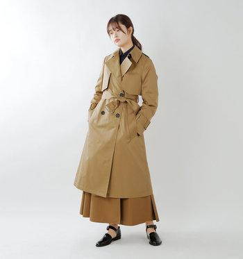 東京発の大人のリアルクローズを提案するブランド「CINOH(チノ)」のベーシックトレンチコート。大き目の襟が女性らしくクラシカルな印象。