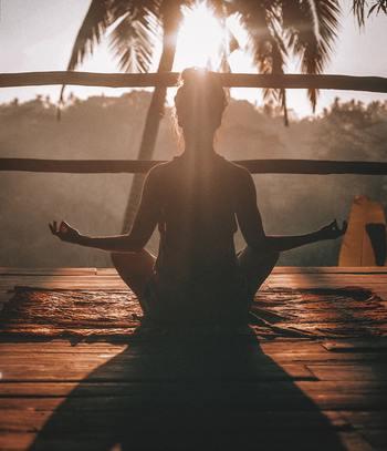 ヨガはサンスクリット語で「結ぶ・繋ぐ・結合する」という意味があるそうです。自分は自然の一部、つまり自然そのもの。自分と自分以外のもの、心と体、すべてが繋がっていくというのが、ヨガの考えです。