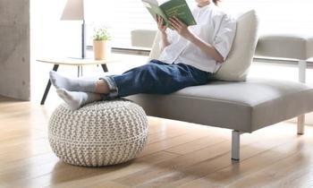 椅子としてちょっと腰掛けたりする他、オットマンとして使っても快適そう。