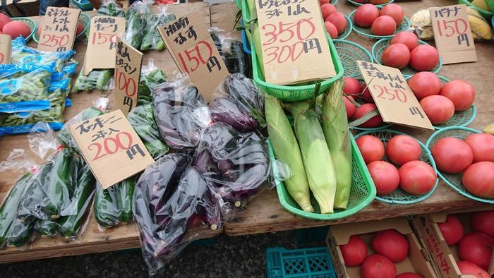 葉山で採れた、野菜やくだものも種類豊富です。緑豊かな葉山の土で育った野菜は、瑞々しいと評判。