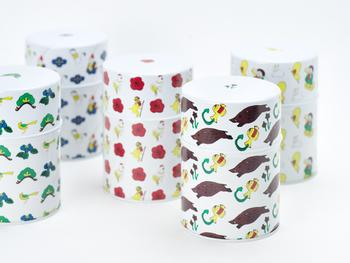 九谷焼の代表的な五つの色彩を元に、紫、赤、黄、緑、紺青をテーマにしたパッケージデザインは、飲んだ後も手元に残しておきたくなります。