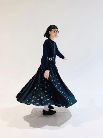 裾に向かってフワッと広がったAラインのシルエットは、女性らしく、柔らかで可愛い表情を作ることができます。
