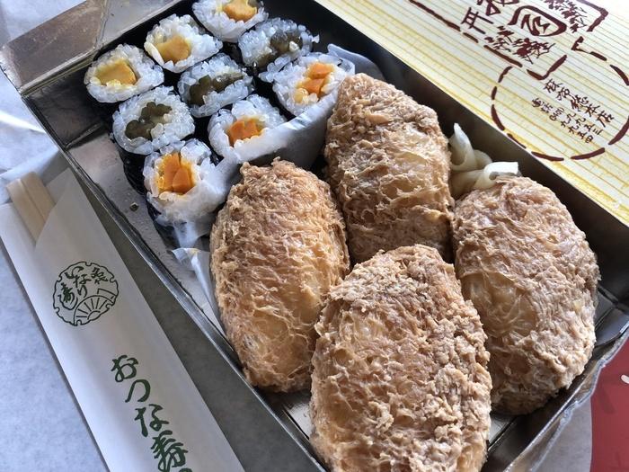 ふっくらと厚みのある食感は、一般的なお稲荷さんと比べても独特の食感。甘辛い煮汁と、柚子の風味のある酢飯がなんともいえない絶妙な味わい!