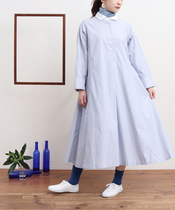 春らしいストライプ柄のシャツワンピース。シャツならではのハリ感のあるAラインシルエットが、春のさわやかな陽気にぴったりの一枚です。