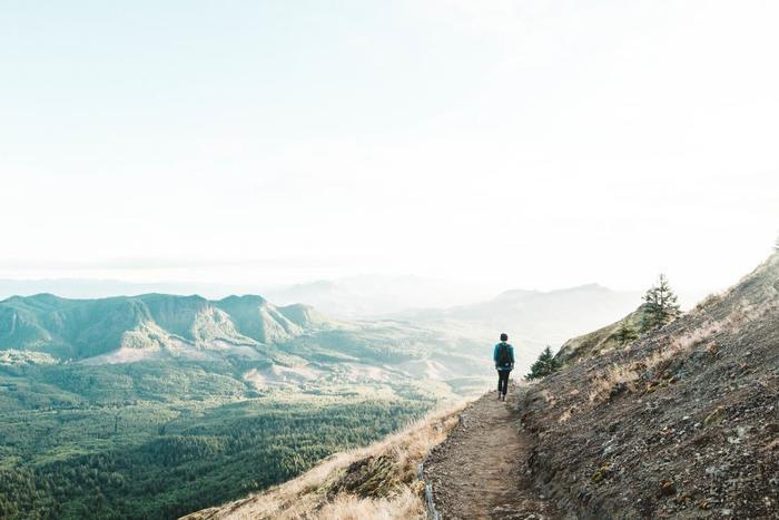 少し疲れてしまったなと感じていたら、壮大な大自然を堪能できる旅に出かけることをおすすめします。山や海、湖や草原など日本には豊かで美しい四季を感じられるスポットがたくさんあります。 落ちついた静かな環境に身をおくことで、新しい発見を得られたり自分の今後のキャリアにおいて本当に大切なものに気付くきっかけになることも。心のモヤモヤを感じた時は、大自然の中で気持ちをリフレッシュさせてあげましょう。