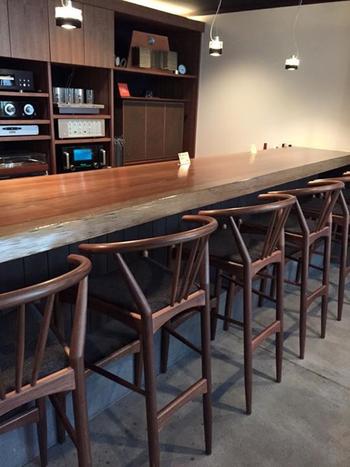 ひがし茶屋街のひとりご飯におすすめなのが、蕎麦店「武右衛門」。元銭湯の町家をリノベーションした店内には、カウンターがあり、ふらりとひとりランチでも入りやすいですよ。