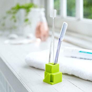 洗濯専用のブラシがない方は、歯ブラシでもOK!ゴシゴシ強くこすると生地が傷ついてしまうので、汚れを表面に押し出すようにかきだします。