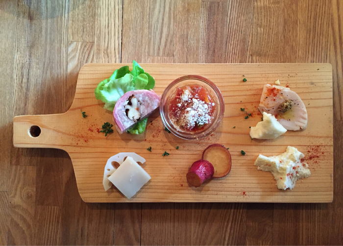 JR西金沢駅から車で2~3分のところにある「Necojaraci(ネコジャラシ)」は、遊び心をコンセプトにした創作イタリアンカフェ&ダイニングです。