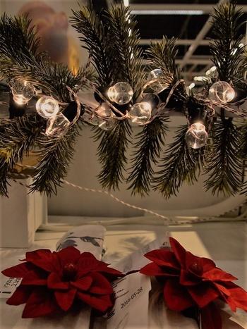 クリスマスと言えばもみの木。もみの木のガーランドに巻きつけても素敵ですね!ガーランドライトは、コードタイプなので、アイデア次第で様々なアレンジが楽しめます。